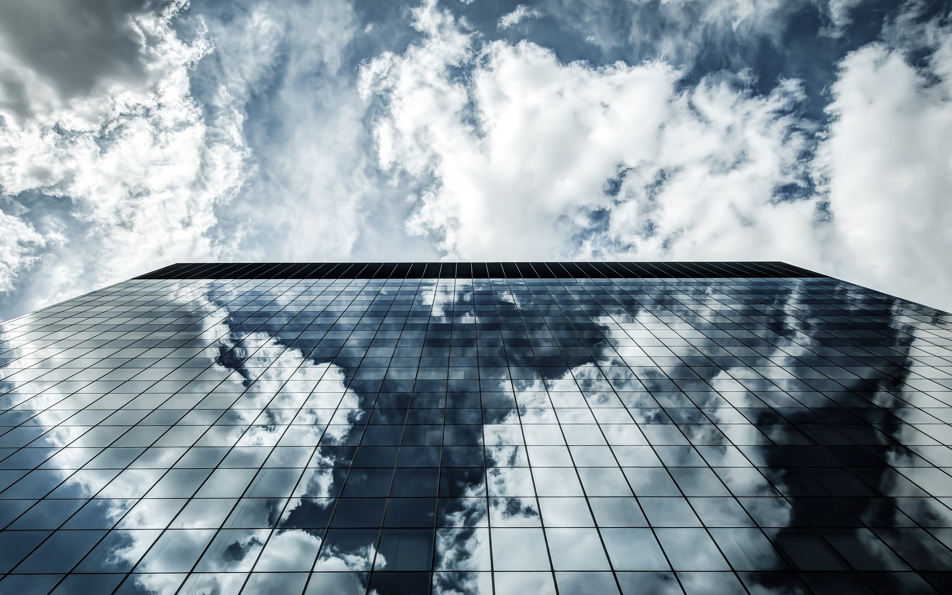clouds_architecture_houses_glasses_window_buildings_skyscrapers_reflections_blue_skies_Wallpaper_1920x1200_www.wall321.com_